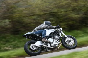 Cool bike, huh? The swing arm is from a YZF750 with an aluminium skin